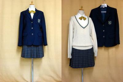 大阪薫英女学院中学校の制服