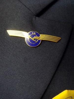 ルフトハンザドイツ航空客室乗務員の制服