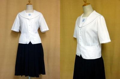 プール学院高等学校の制服